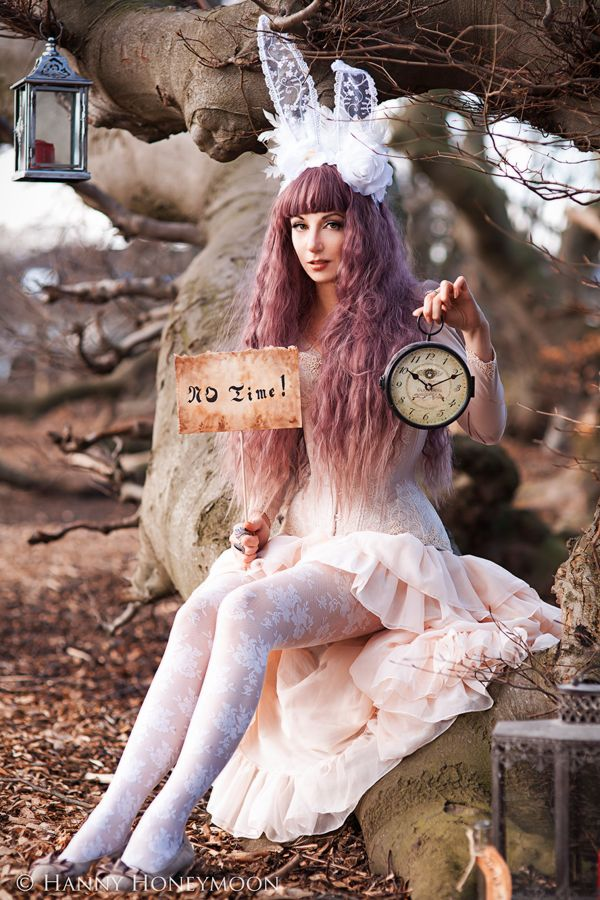 Cosplay Alice and Become the Princess In the Wonderland